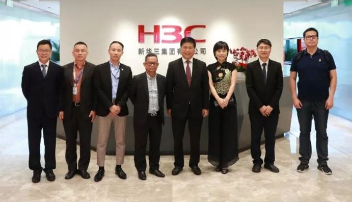 Envoy of Malaysian Embassy of China led by MOHD ZUKEPLI BIN HJEMBONG from the investment department visited H3C HQ in Beijing.